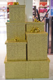 Goldweihnachtskasten Lizenzfreies Stockfoto