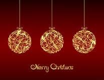 Goldweihnachtskugeln auf rotem Hintergrund. stock abbildung