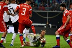 Goleiros nacional Manuel Neuer da equipe de futebol de Alemanha contra R fotos de stock royalty free
