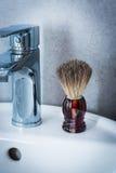 Golenia muśnięcie na washbasin w łazience Obrazy Stock