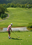 golf av teeing tonåring royaltyfri bild