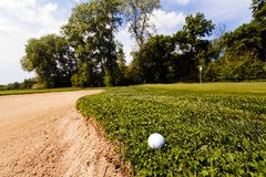 Golf ball in the grass Royalty Free Stock Images