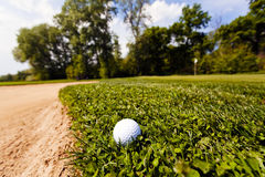 Golf ball in the grass Royalty Free Stock Photos