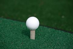 A golf ball on tee Royalty Free Stock Photography