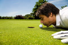 Golf club. Golfer concentrating on the 18th hole Royalty Free Stock Photos