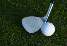 Golf club and golf ball Royalty Free Stock Photography