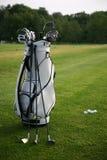 Golf-clubs com um golfe-saco. Foco no saco Fotos de Stock Royalty Free