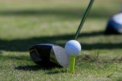 Golf dat weg Teeing Royalty-vrije Stock Afbeeldingen