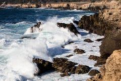 Golf die de Noordelijke Kustlijn van Californië raken royalty-vrije stock foto's