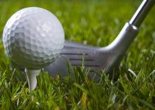 Golf, driver e sfera fotografie stock libere da diritti
