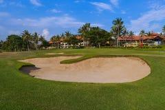 Golf el campo cerca del templo de la porción de Tanah - Bali Indonesia Imagen de archivo