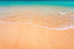 Golf en tropisch strand stock afbeelding