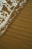 Golf en zand Royalty-vrije Stock Afbeeldingen
