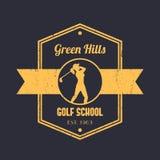 Golf il logo d'annata della scuola, il distintivo, emblema tetragonale, con il giocatore di golf della ragazza, club di golf d'os Fotografia Stock Libera da Diritti