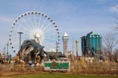 Golf, kasino och hotell för Niagara Falls dinosaurieaffärsföretag arkivfoton