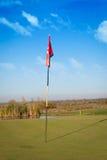 Golf-Loch auf einem setzenden Grün Stockfoto