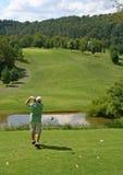 golf mannen av teeing Fotografering för Bildbyråer