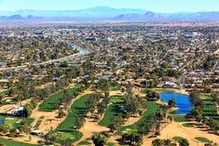 Golf och Scottsdale horisont fotografering för bildbyråer