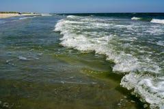 Golf op strand Zandige zeekust royalty-vrije stock foto