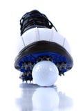 Golf-Schuhe und Kugeln Stockbilder