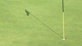 Golf-setzendes Grün stock footage