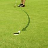 Golf spielen. Gerade zum Ziel. lizenzfreies stockfoto