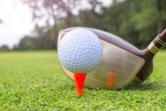 golf sur le té photos stock
