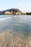 Golf van mondello, Palermo, met bathhouse Royalty-vrije Stock Afbeelding
