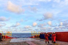 GOLF VAN THAILAND, 30,2017 SEPTEMBER: In zeeolie en gasbemanning Royalty-vrije Stock Foto