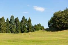 Golfare på Bowness på Cumbria för golfbana för Windermere golf mini- område för sjö en populär turist- aktivitet i sommar Arkivfoton