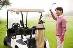 Golfare som tar klubban i golfpåse Fotografering för Bildbyråer