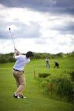 golfarehinder över breddsteg arkivbild