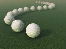 Golfbälle auf dem Gras Stockbild