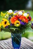 Golfbälle mit Blumen für Geburtstag, Karte, Beleg Stockbild