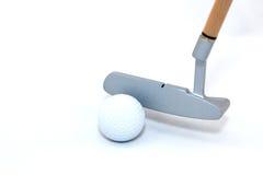 Golfbal en club Royalty-vrije Stock Afbeeldingen