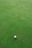Golfbal en gat Stock Fotografie