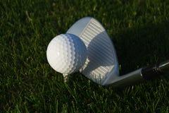 Golfbal met schaduw Stock Foto