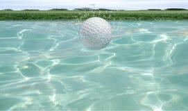 Golfbal onderwater Stock Afbeelding