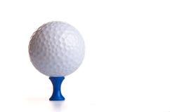 Golfbal op Blauw T-stuk Royalty-vrije Stock Afbeelding