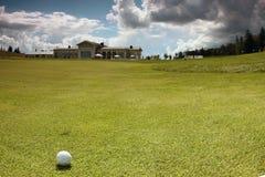 Golfbal op de cursus Royalty-vrije Stock Fotografie