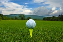 Golfbal op groen Royalty-vrije Stock Foto