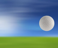 Golfbal op groen Royalty-vrije Stock Afbeelding