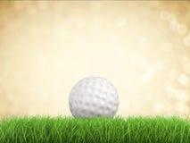 Golfbal op groen gras zijaanzicht Stock Afbeelding