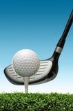 Golfbal op T-stuk royalty-vrije stock afbeelding