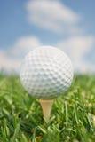Golfbal op T-stuk royalty-vrije stock foto