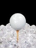 Golfbal op T-stuk in diamanten Stock Foto's