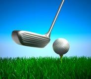 Golfbal op T-stuk en doel, concept Stock Foto