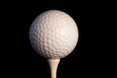 Golfbal op T-stuk met het knippen van weg Stock Foto's