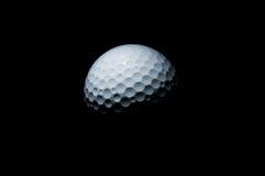 Golfbal op zwarte Stock Afbeelding