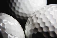 Golfbal op zwarte achtergrond Royalty-vrije Stock Fotografie